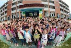 李鸿忠到洪水庄中心小学桑园分校看望学生教师