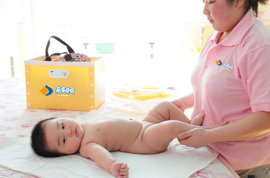 鱼乐贝贝助力新生宝宝抚触,呵护宝宝健康成长