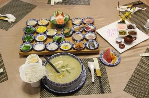 """最有仪式感的中华名小吃:""""蒙自过桥米线"""""""